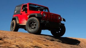 Red Jeep Wrangler on the sand - 265 70 R17